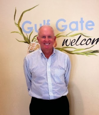 Richard posing next to the Gulf Gate sign